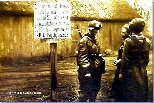 1939 Occupied Poland German soldier chats Polish women