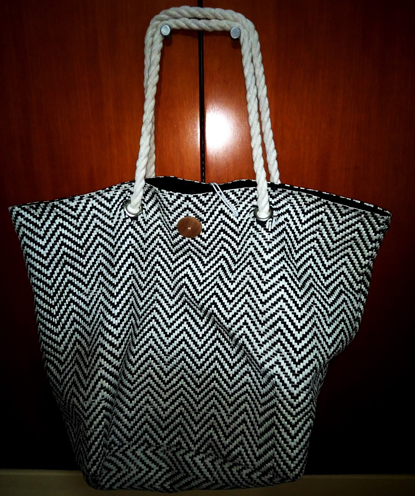 d29330503d0 Αρχικά, ο λόγος που επισκέφθηκα τα Jumbo, ήταν επειδή ήθελα να αγοράσω μια  τσάντα για την παραλία μιας και οι προηγούμενες χαλάσανε!