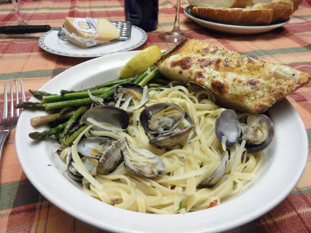 Clams-with-Linguine-in-a-White-Wine-Butter-Sauce-Old.jpg