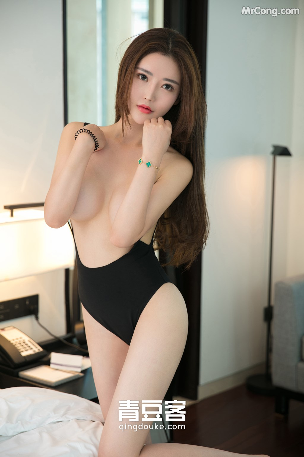 Image QingDouKe-2017-11-12-Tong-Man-MrCong.com-001 in post QingDouKe 2017-11-12: Người mẫu Tong Man (佟蔓) (50 ảnh)