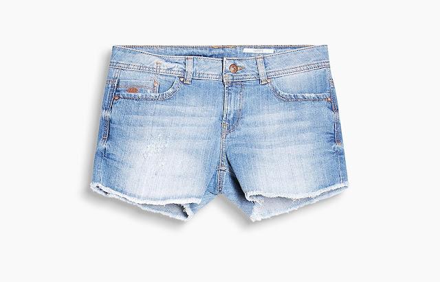 http://www.esprit.es/nuevo-mujer/vaqueros-y-pantalones/shorts-y-pantalones-capri-047CC1C016_904#!sliderpos-7