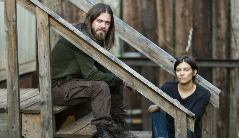 Jesus y Maggie hablan, en el episodio de The Walking Dead 7x14 The Other Side