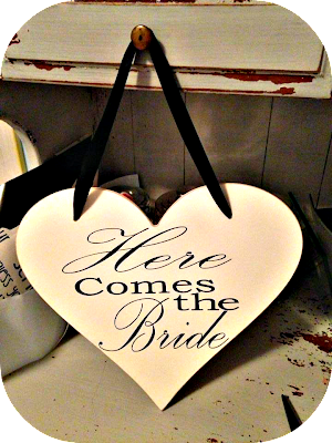 Diy Quot Here Comes The Bride Quot Heart Sign For A Wedding Ring