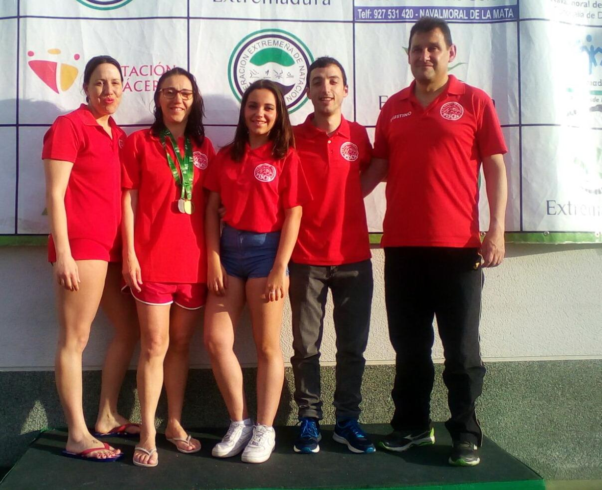 Escuela de natacion piscis campeonato de extremadura master for Piscina climatizada navalmoral