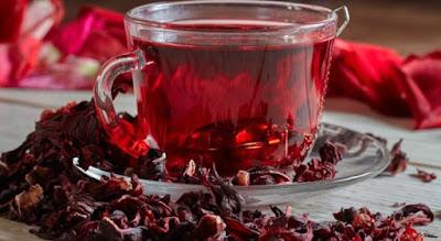 Conheça os 13 benefícios do chá de hibisco para saúde