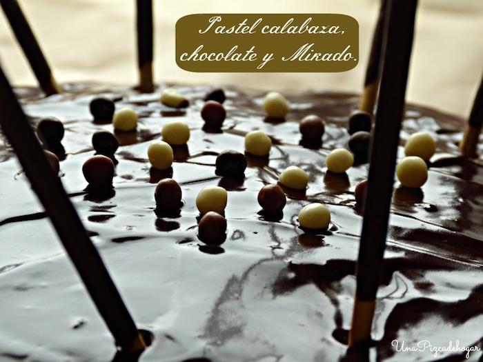 pastel de calabaza, chocolate y palitos Mikado
