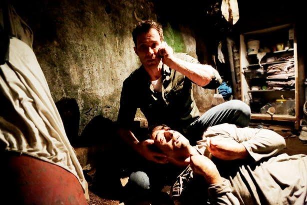 Portal Recordista - #Apocalipse - Durante operação policial, César se depara com Tiago tendo uma overdose