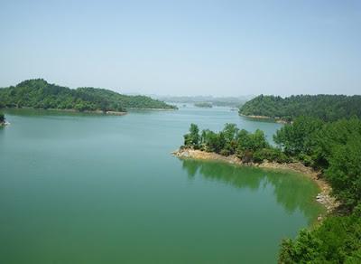 ทะเลสาบหงเฟิง (Hongfeng Lake) @ www.chinafacttours.com