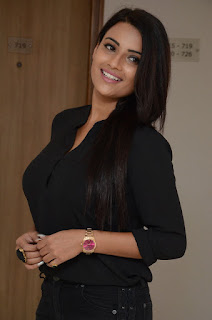 Jyoti Sethi looks so cute in Denim and Black Shirt at NVNP Audio Launch HQ Pics