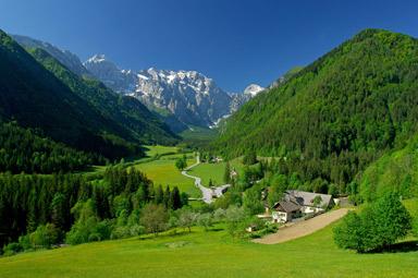 Si prefieres la montaña, acercarte a los Alpes Julianos, situados al norte de Eslovenia