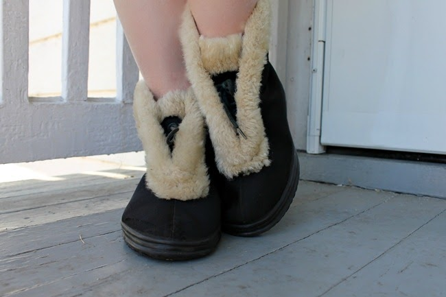 vintage 1940s 1950s Gaytees fur trimmed winter snow boots