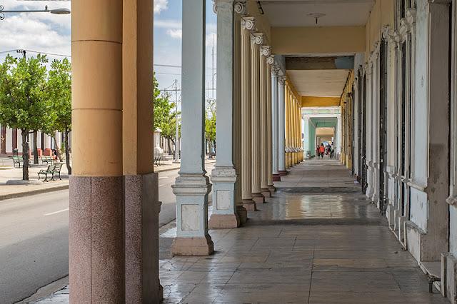 Une colonnade du Paseo del Prado