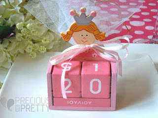 calendar favors for christening with princess