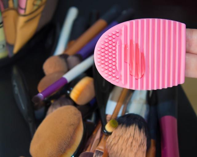 Nettoyage des pinceaux : Je découvre le Brushegg (1000 ans après tout le monde haha)