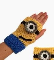 http://tampabaycrochet.blogspot.com.es/2013/11/free-crochet-pattern-minion-mitts.html
