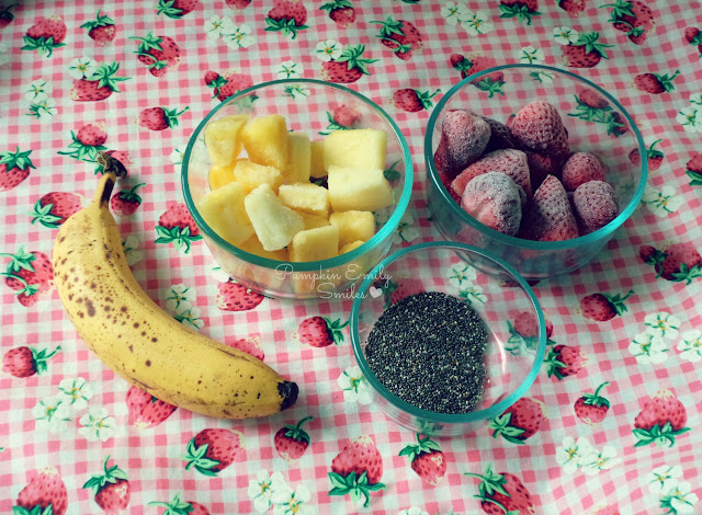 1 cup of strawberries 1 cup of pineapple chunks 1 tablespoon chia seeds 1 banana