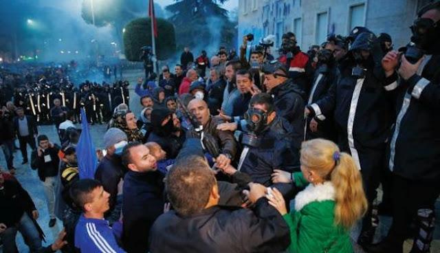 Χάος και αίμα κυβερνούν την Αλβανία