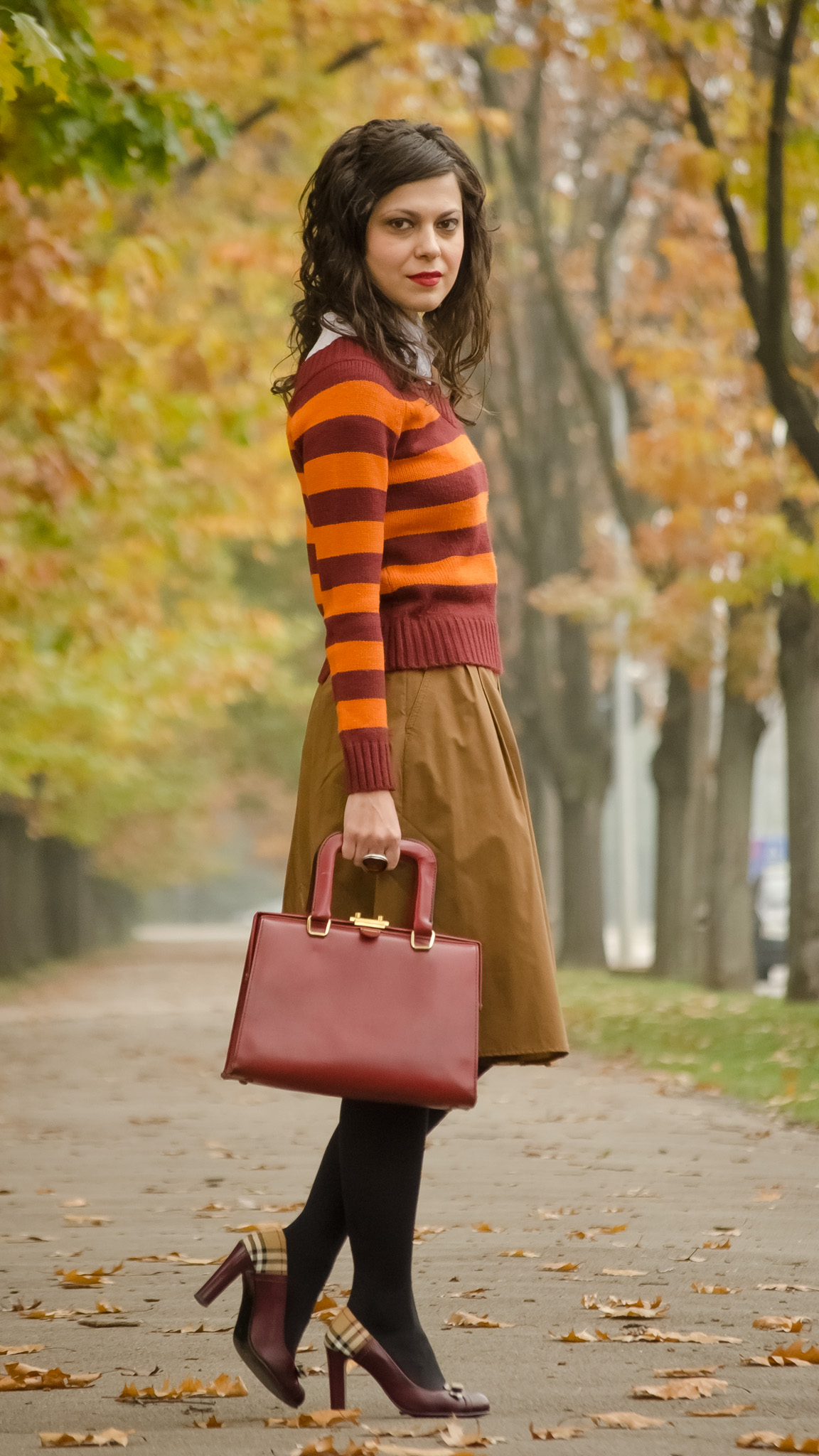 harry potter fall outfit brown skirt burgundy orange sweater shoes heels  bag autumn scenery fallen leaves 06ce1e0c1