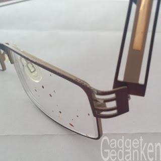 Brillenglas mit Blut bespritzt