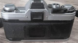 Canon AT-1 Tampak belakang