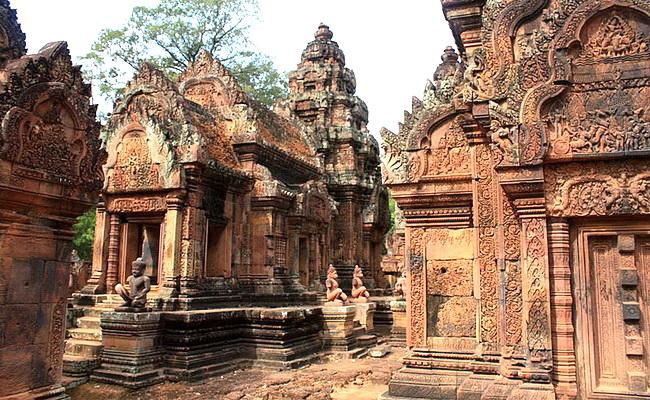 www.xvlor.com Banteay Srei is Angkorian jewel built by Hindu Brahmin