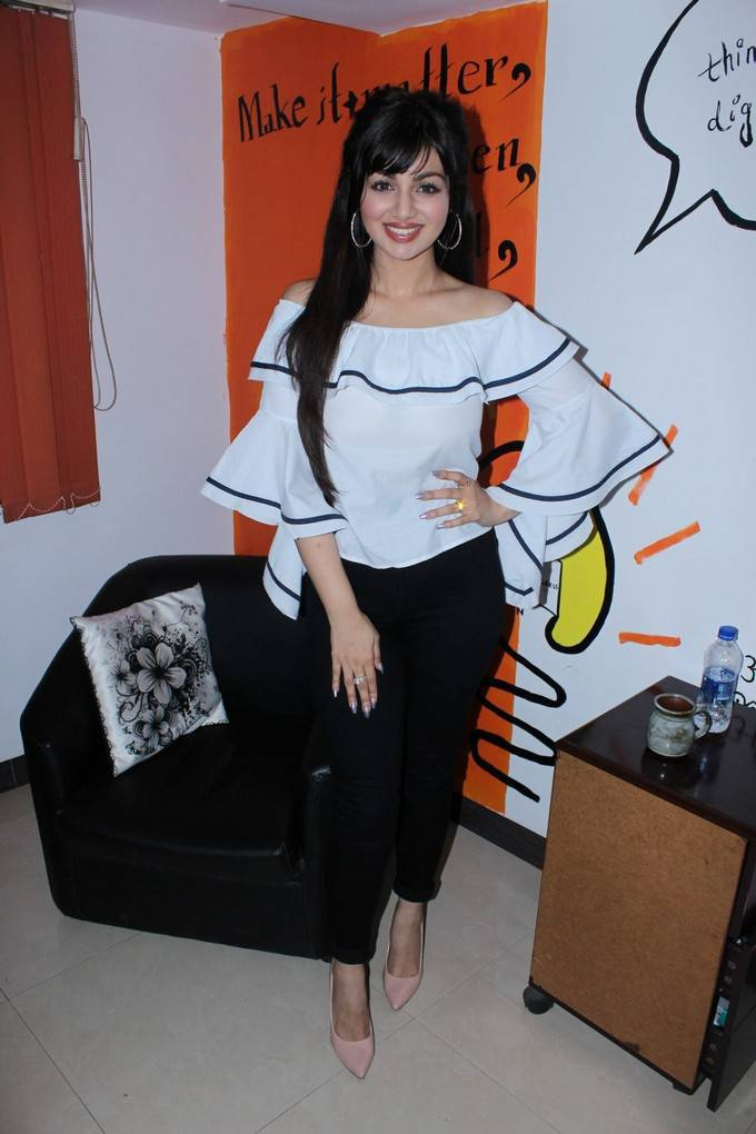 Ayesha Takia At Single Zindagi Yeh Zindagi Interview Stills