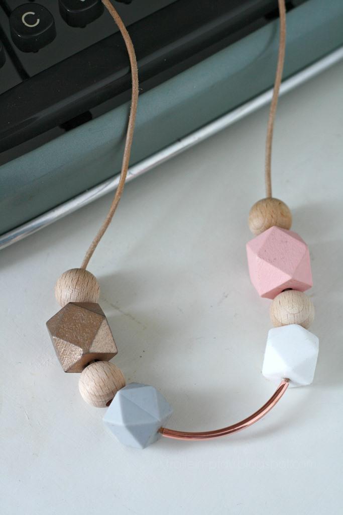 DIY Kette Hexagon Holzperlen, Creadienstag, Kette aus Pastell Holzperlen und Lederband selber basteln, Modeschmuck