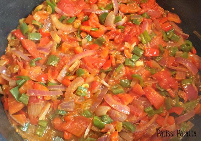 mole poblano, recette de mole poblano, cuisine mexicaine, poulet mexicain au chocolat, poulet aux épices et chocolat, saveurs d'ailleurs, sauce au chocolat, sauce mexicaine au chocolat, poulet,