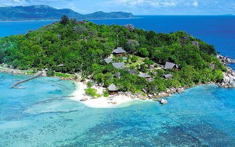 """É o único lugar no mundo que podemos encontrar o """"Coco-do-mar"""", maior fruto do mundo e com forma de coxas humanas."""