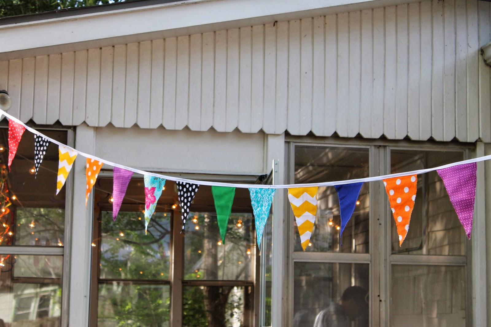 summertime party decor, DIY bunting, backyard party decor, fabric bunting