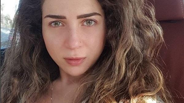 الفنانة مى عز الدين كشفت عن لون عينها الحقيقي بدون العدسات اللاصقة
