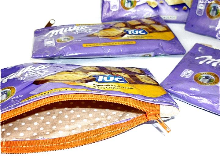 5 Täschchen aus Schokoladenpapier genäht