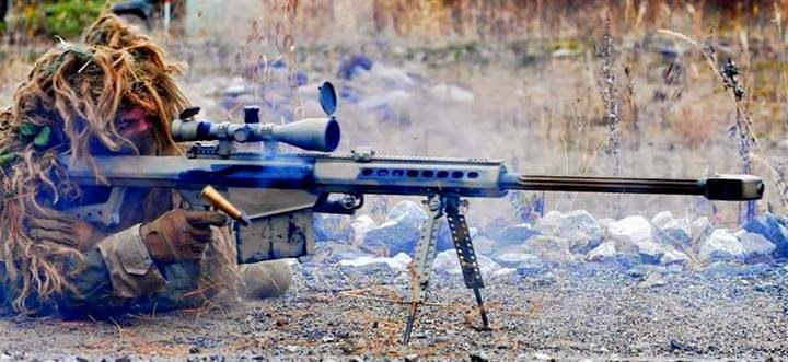 fotos imagens de atirador de elite barrett m82 disparando atirando