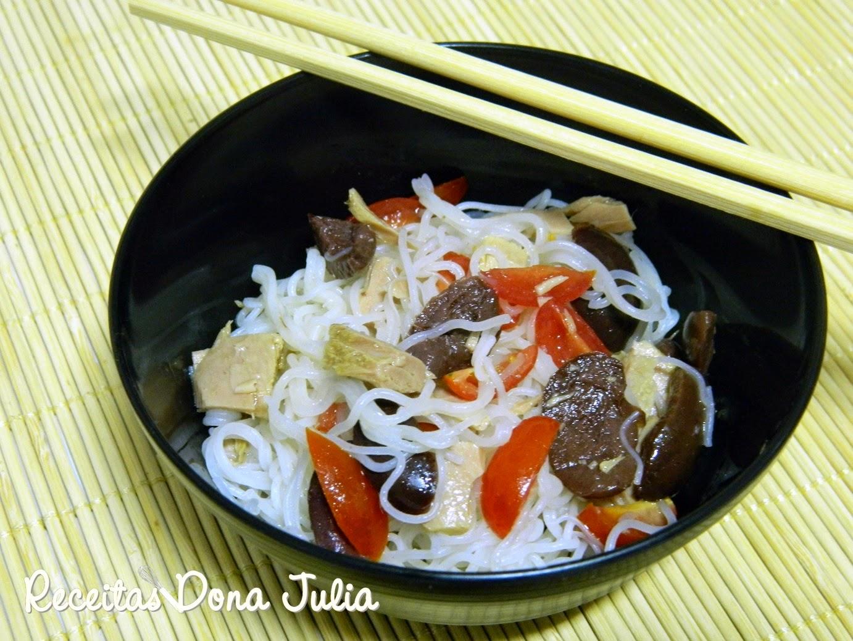 Salada bifum de atum