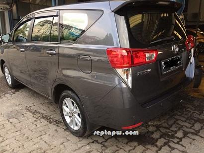 Mobil Toyota Kijang Innova generasi ke dua