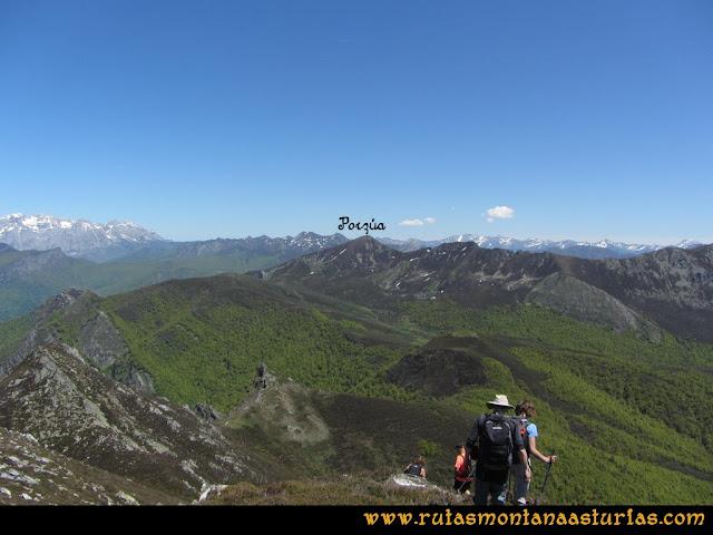 Transcantábrica Tarna-Ponga: Desde el pico Valdegarcía, vista del pico Pozúa.