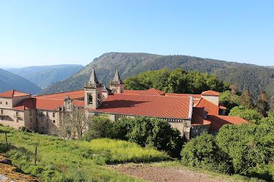 Monasterio de Sto. Estevo de Rivas del Sil, en las laderas del río Sil, Ribera Sacra, Orense