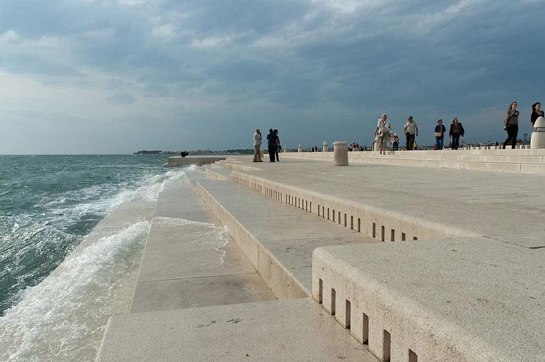 Órgano marino de 70 metros en Croacia maneja las olas para inventar música extrañamente hermosa