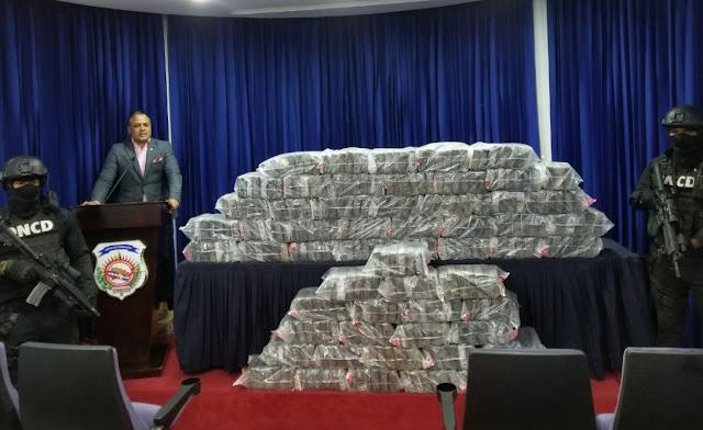 Autoridades ocupan en el DN 345 paquetes que cree tienen cocaína