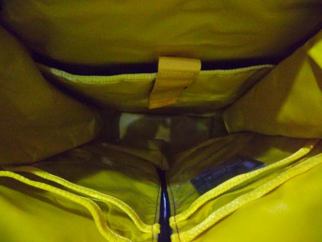 review tas travelling waterproof