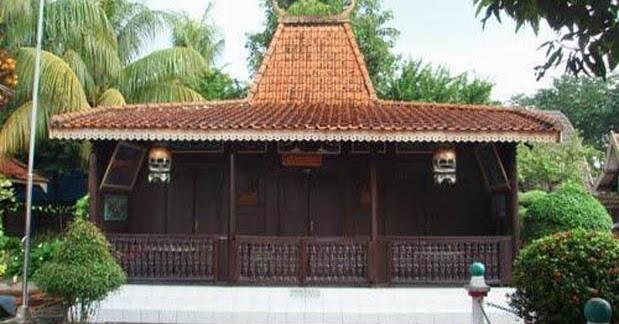 SMP: Rumah Adat Tanean Lanjhan, Madura