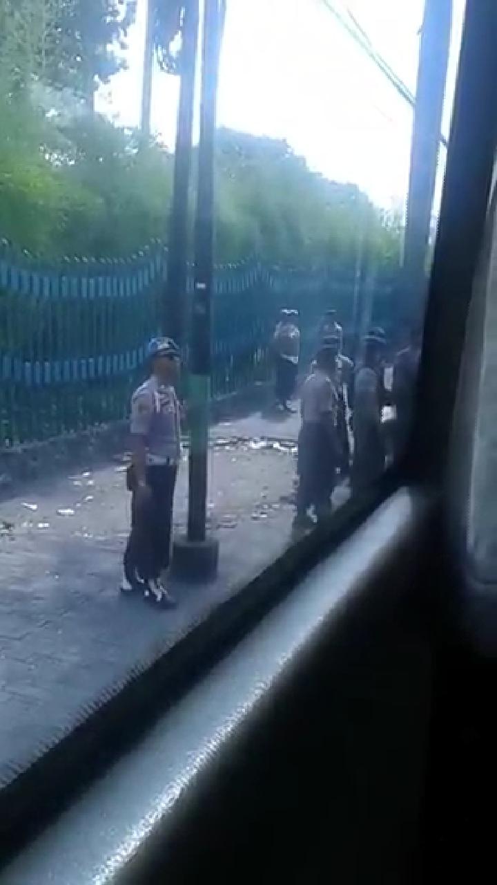 Polisi Bersenjata Lakukan Ini ke Pendukung 02, Tanda Makin Panik?