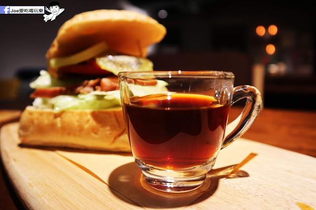 IMG 4609 - 熱血採訪│凱度高空咖啡館,隱藏在高樓大廈裡的夜景咖啡,百元有找,談生意、約會好地方