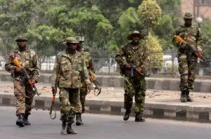 Nigerian soldiers arrest Suspected Armed robbers and cultists in Abia State