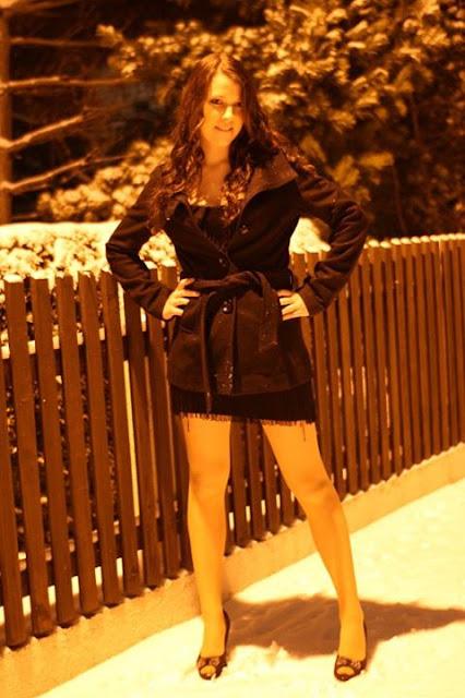 Fotoshooting im Charleston Kleid im Winter