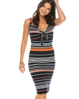 vestido entallado corto con rayas horizontales elegante