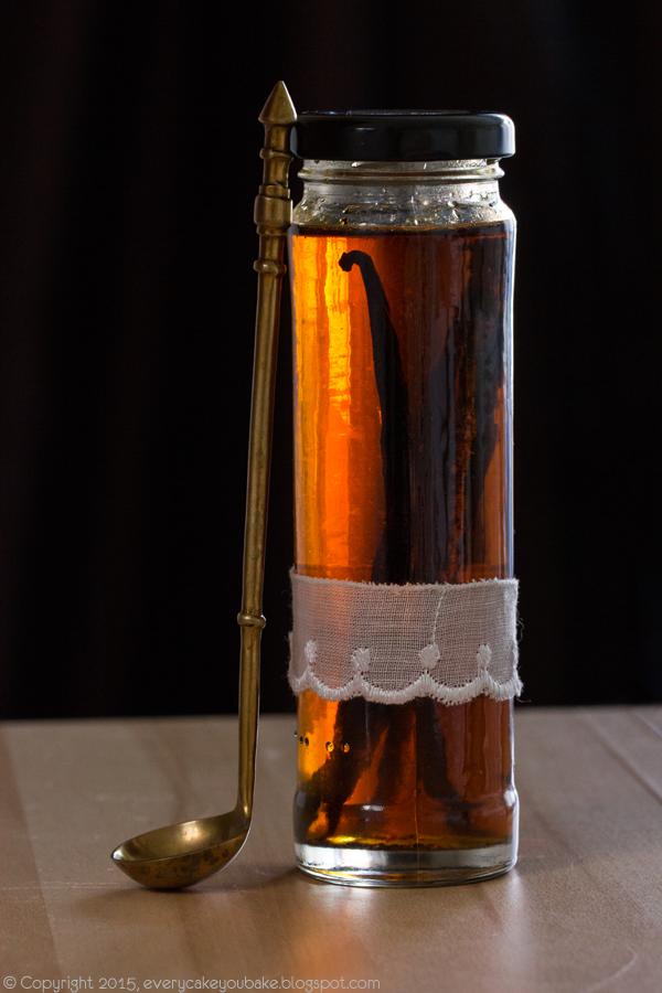 domowy ekstrakt waniliowy z lasek wanilii i alkoholu
