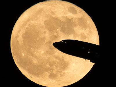 du hành mặt trăng