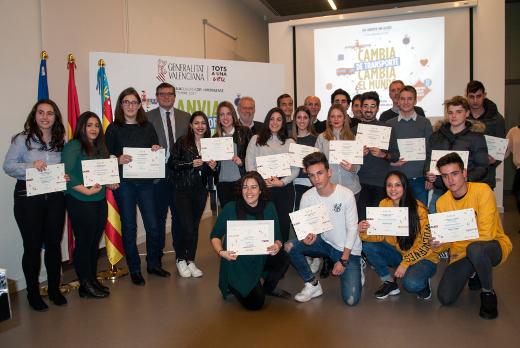 La Generalitat entrega los premios 'HuiDescansaElCotxe' a jóvenes comprometidos con la movilidad sostenible