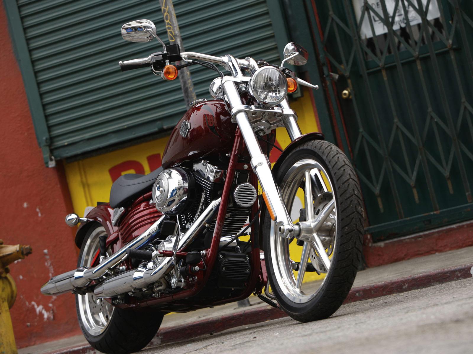 Harley Davidson: 2010 Harley-Davidson Softail Rocker C FXCWC Pictures